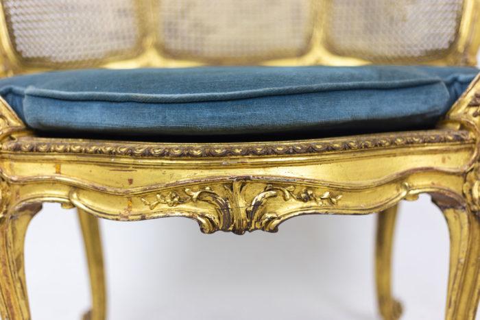Marquise Louis XV en bois doré détail assise