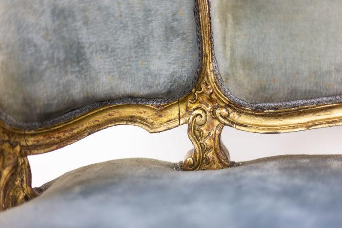 Marquise style Louis XV garnie de velours bleu détail assise 2