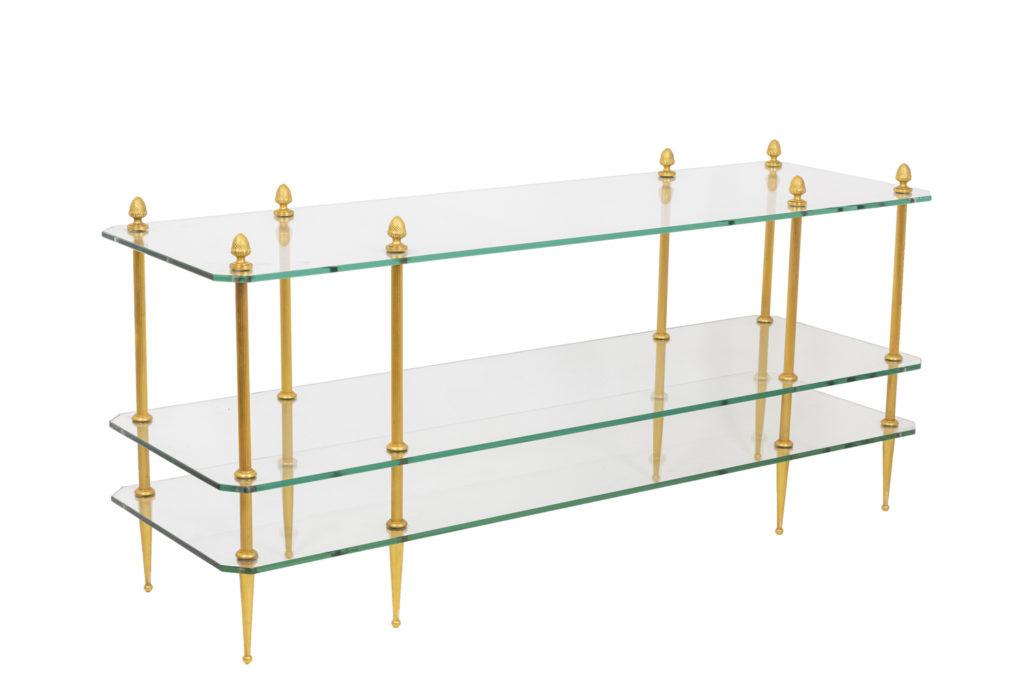 Table basse en bronze doré à trois plateaux en verre, années 1970.