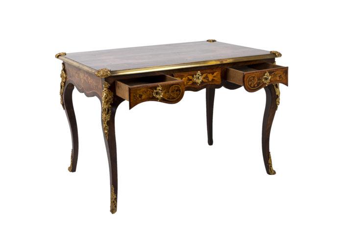Bureau marquété style Louis XV trois quarts ouvert
