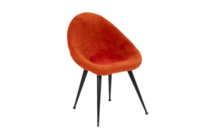 Egg-shaped armchair 1
