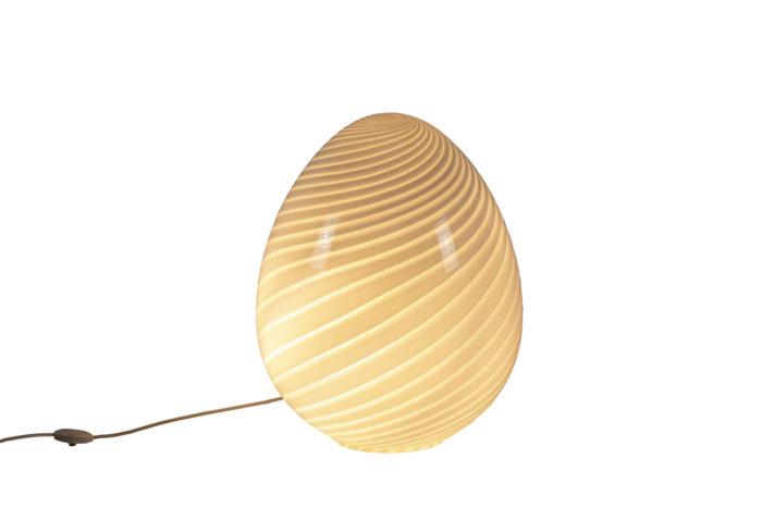 Lampe œuf allumée