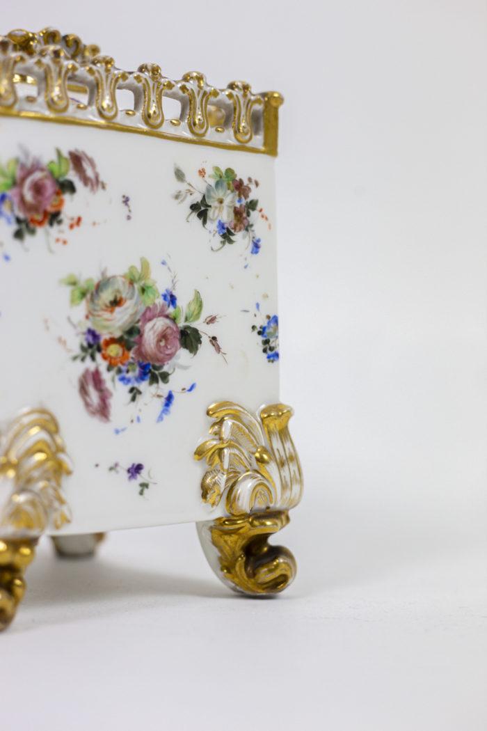 Paire flacons carrés en porcelaine pied