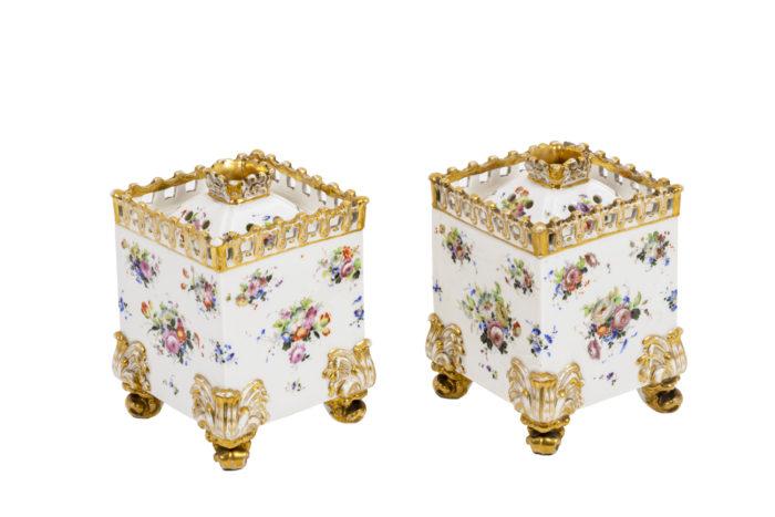 Pair of flasks in porcelain of Paris 1