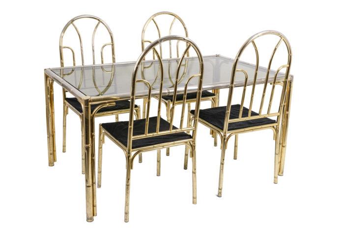 Table bambou avec chaises trois quarts