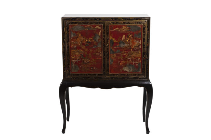 Cabinet chinoisant face