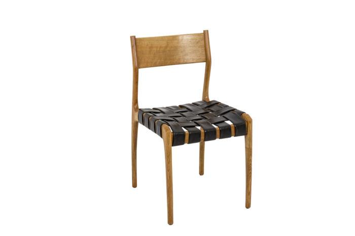 Chaise scandinave, vue de trois quarts