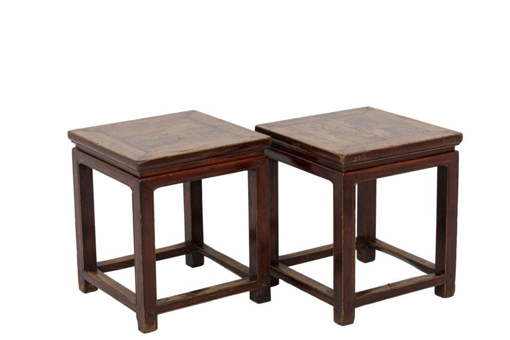 Paire de bouts de canapé style chinoisant en bois laqué, XIXe siècle