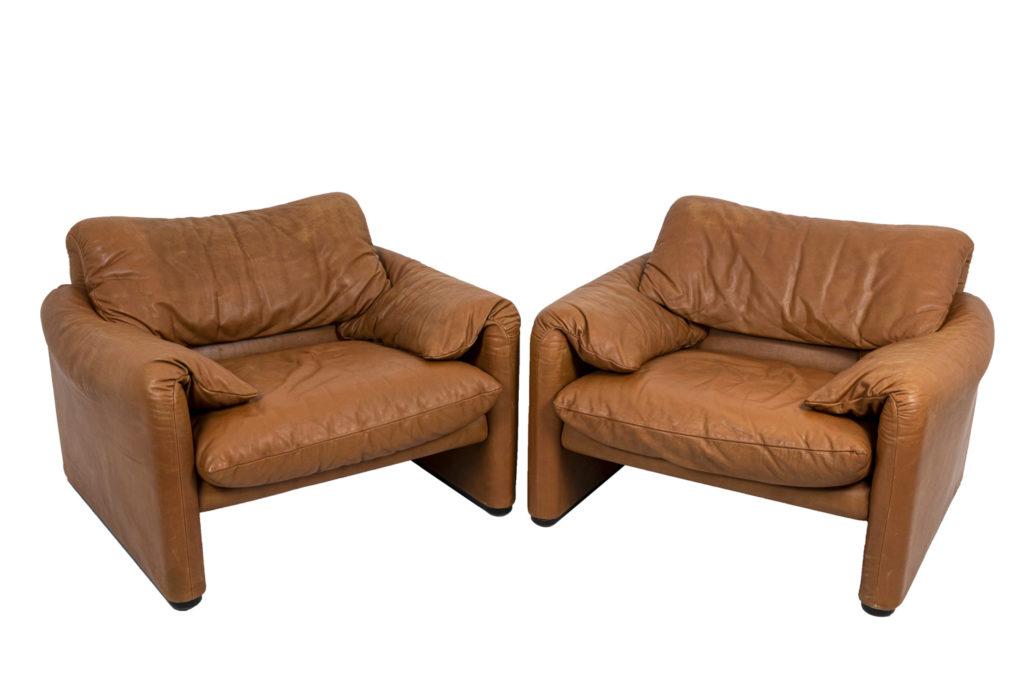 "Victor Magistretti, pair of armchairs ""Maralunga"", 1973"