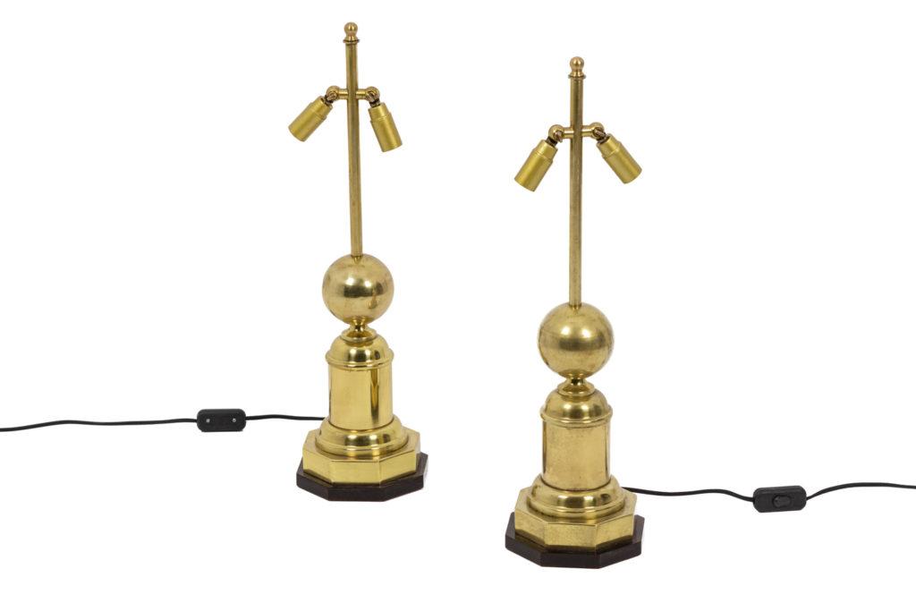 Paire de lampes en laiton doré et en forme boule, années 1970