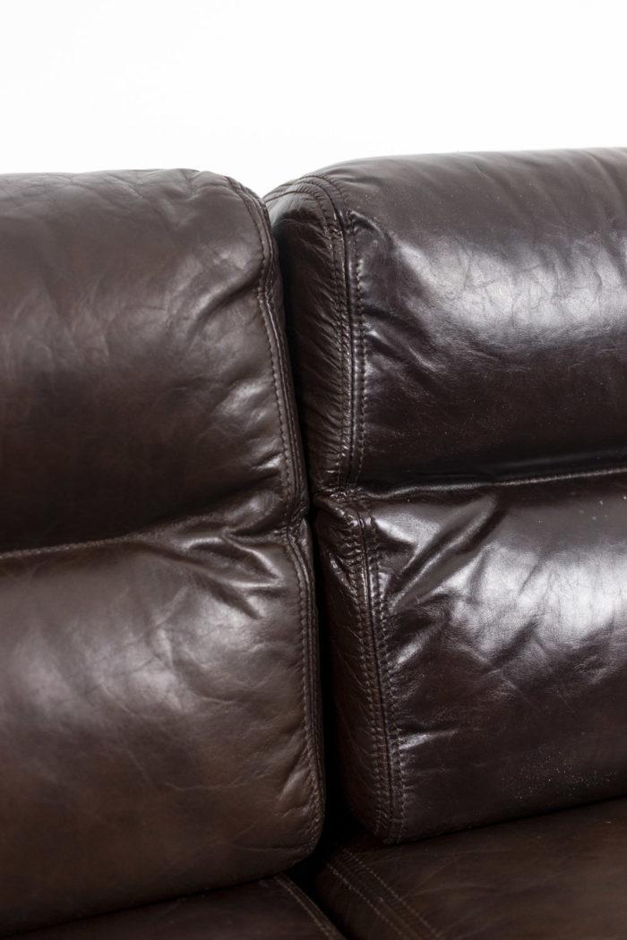 Canapé cuir, détail