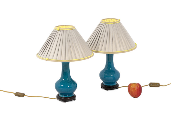 Lampes en porcelaine craquelée bleu, Pol Chambost, vues d'ensemble 1