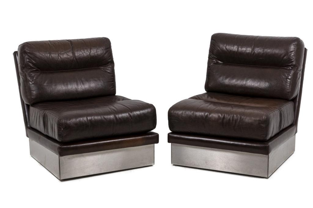 Jacques Charpentier, Paire de fauteuils en cuir, années 1970