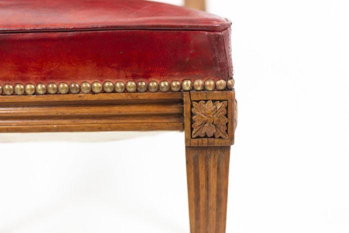 Chaise en bois et cuir, époque Louis XVI, détails 3
