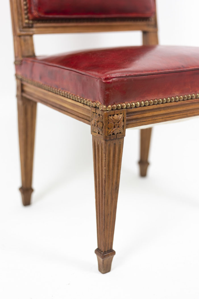 Chaise en bois et cuir, époque Louis XVI, détails 5