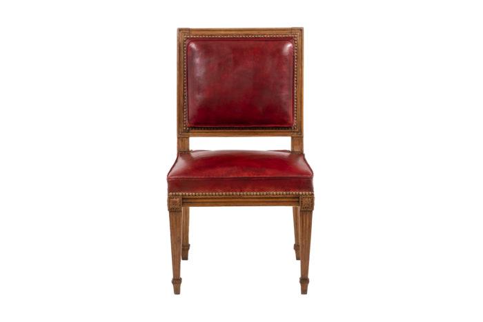 Chaise en bois et cuir, époque Louis XVI, vu de face