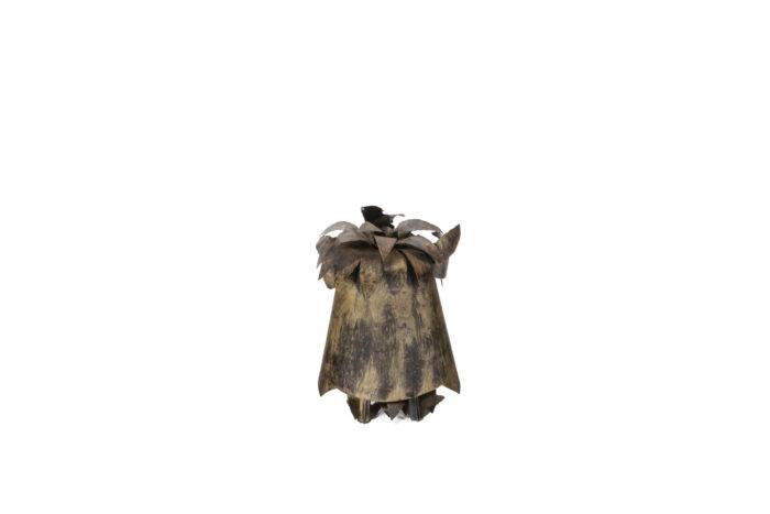 Chouette en feuilles de métal, vue de dos