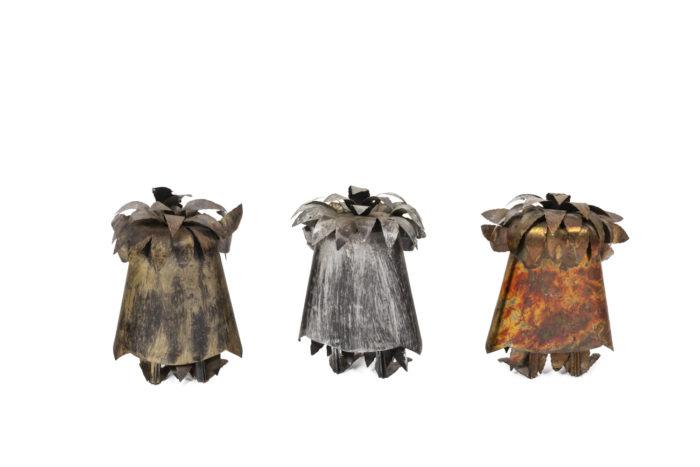 Chouettes en feuilles de métal, vues de face