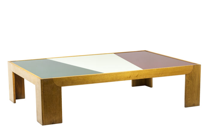Grande table basse en chêne blond, vu d'ensemble