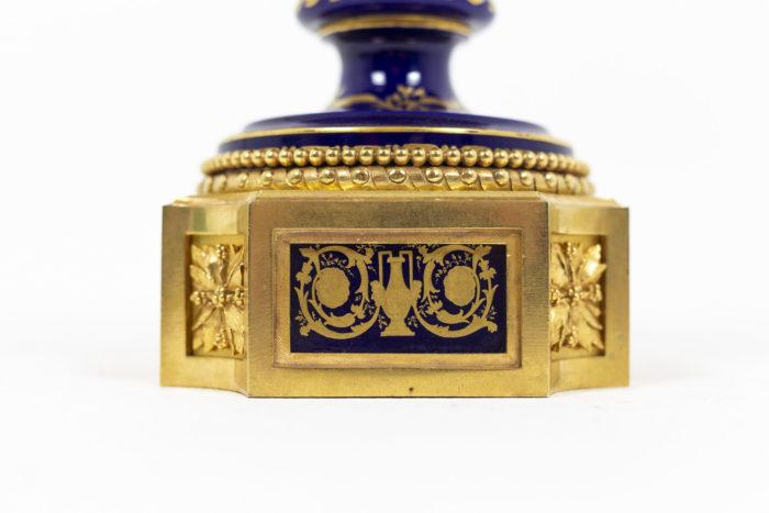 Lampe en porcelaine de Sèvres, bas de la lampe