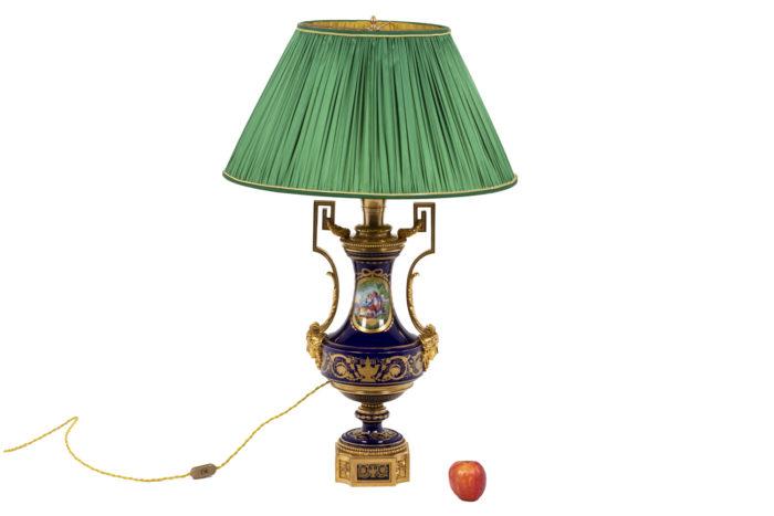 Lampe en porcelaine de Sèvres, vue d'ensemble