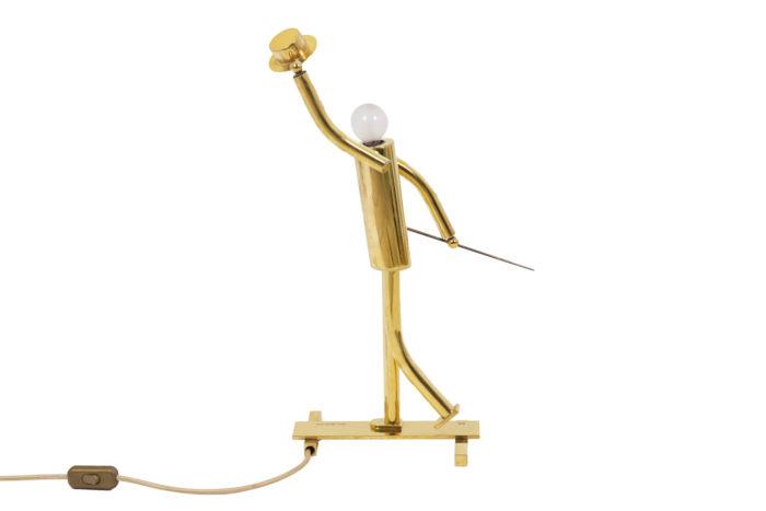 Lampe représentant un danseur de music hall en bronze doré, de profil