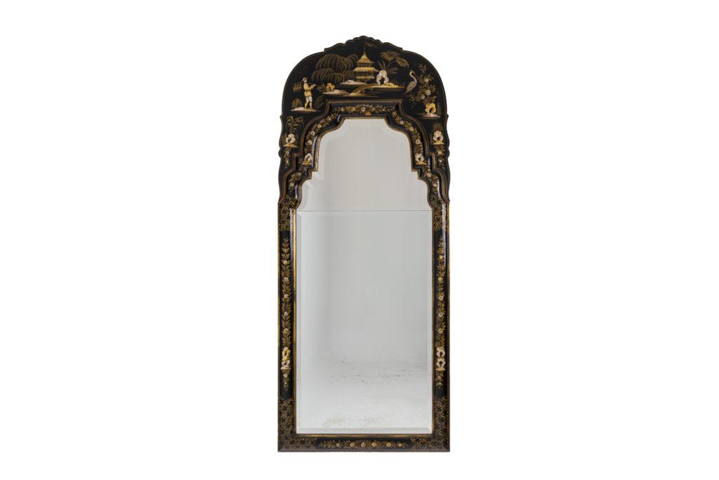 Miroir en laque noir de style chippendale, années 1950
