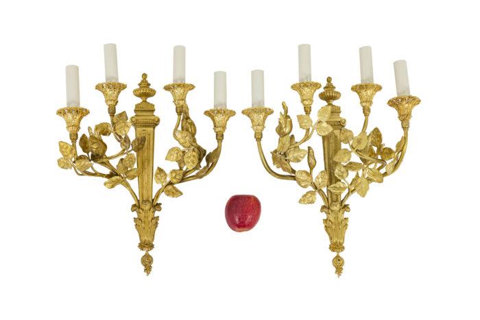 Paire d'appliques de style Louis XVI en bronze doré, vu d'ensemble
