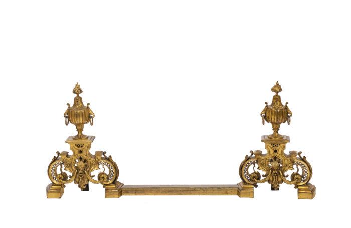 Paire de chenets de style Régence en bronze doré