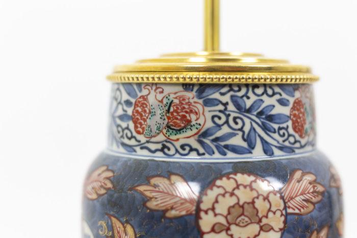 Paire de lampe à décor Imari, détail sur le haut de la lampe