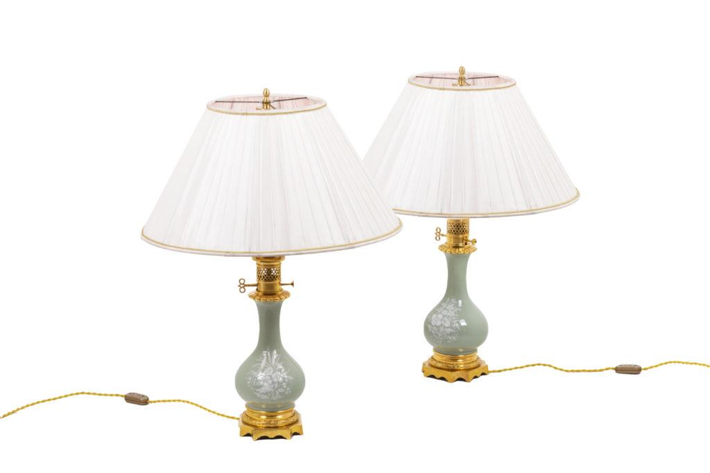 Paire de lampes de style Louis XVI en porcelaine céladon, circa 1880