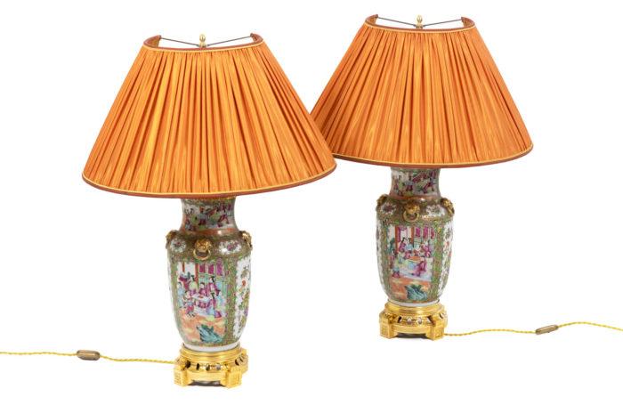 Paire de lampe en porcelaine de Canton, vue d'ensemble