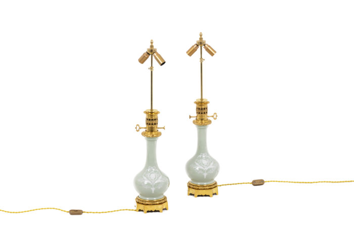 Paire de lampes en porcelaine Céladon, vue d'ensemble sans abat-jour
