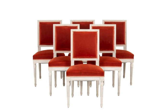 Série de six chaises de style Louis XVI en bois laqué