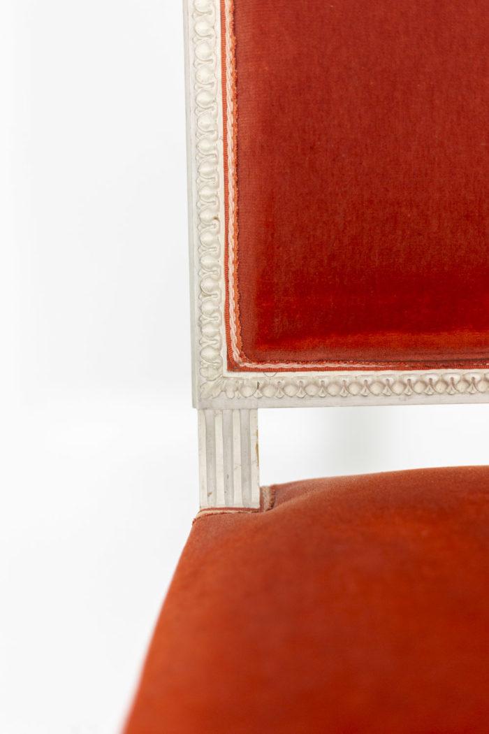 Série de six chaises de style Louis XVI en bois laqué, détails 1
