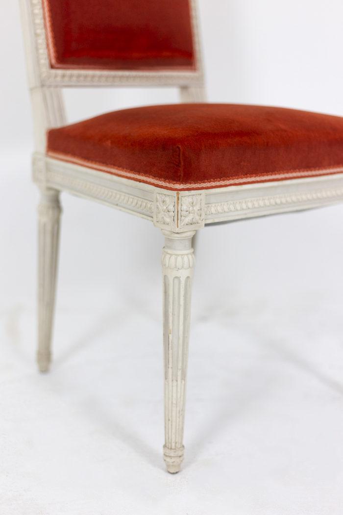 Série de six chaises de style Louis XVI en bois laqué, détails 3