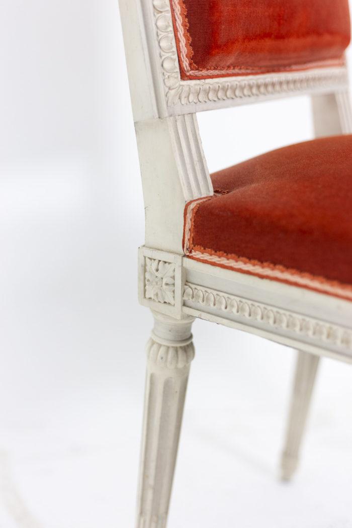 Série de six chaises de style Louis XVI en bois laqué, détails 4