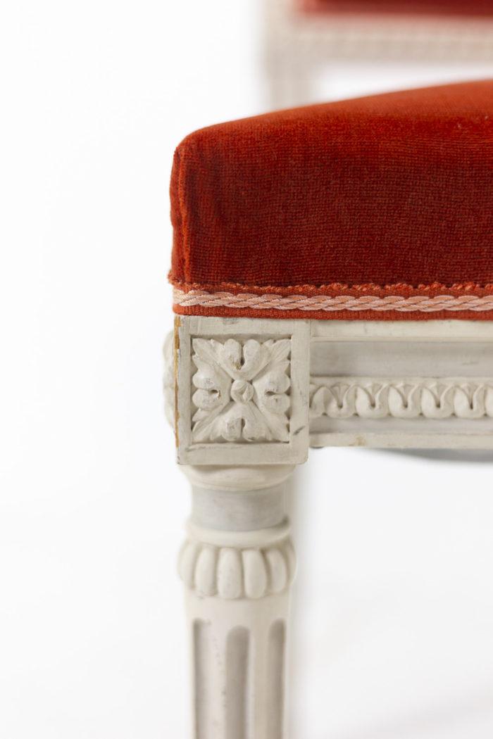 Série de six chaises de style Louis XVI en bois laqué, détails 6