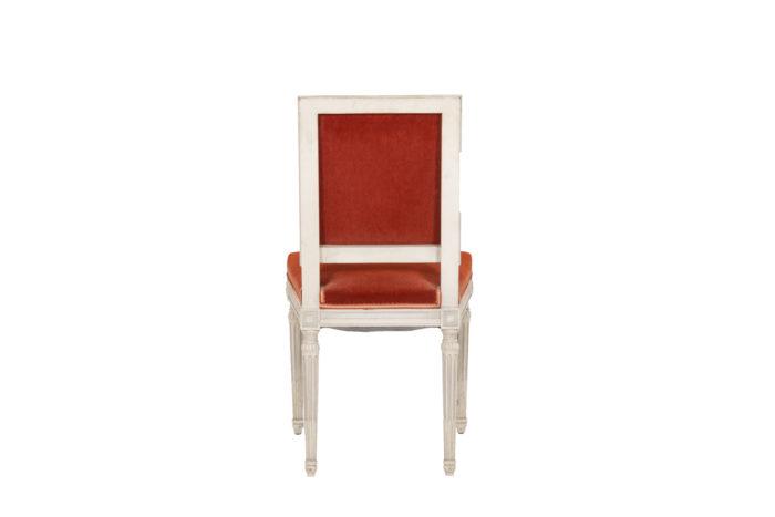 Série de six chaises de style Louis XVI en bois laqué, vue de dos