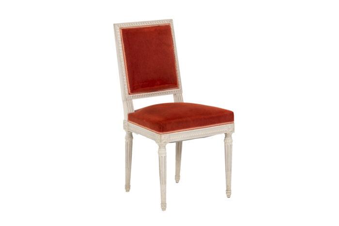 Série de six chaises de style Louis XVI en bois laqué, vue d'une chaise