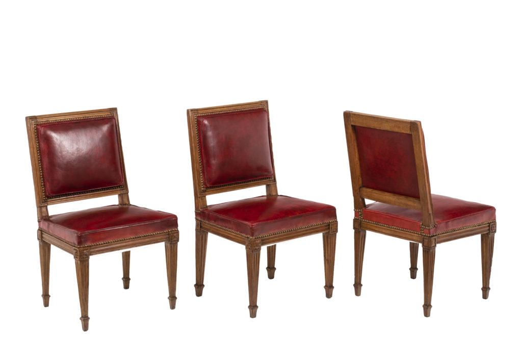 Série de trois chaises en bois et cuir, époque Louis XVI