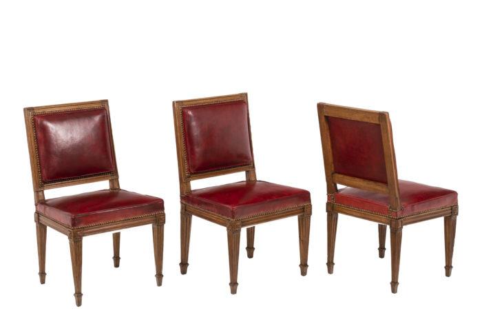 Série de trois chaises rouges en bois et cuir, époque Louis XVI
