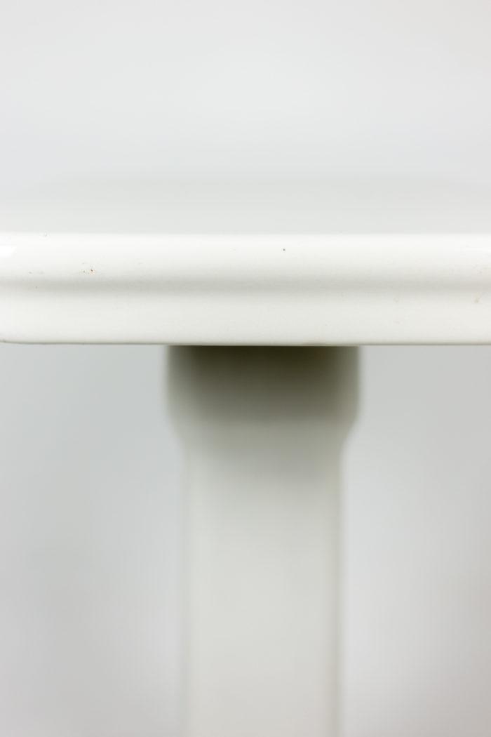 Console en grès émaillé blanc, détails