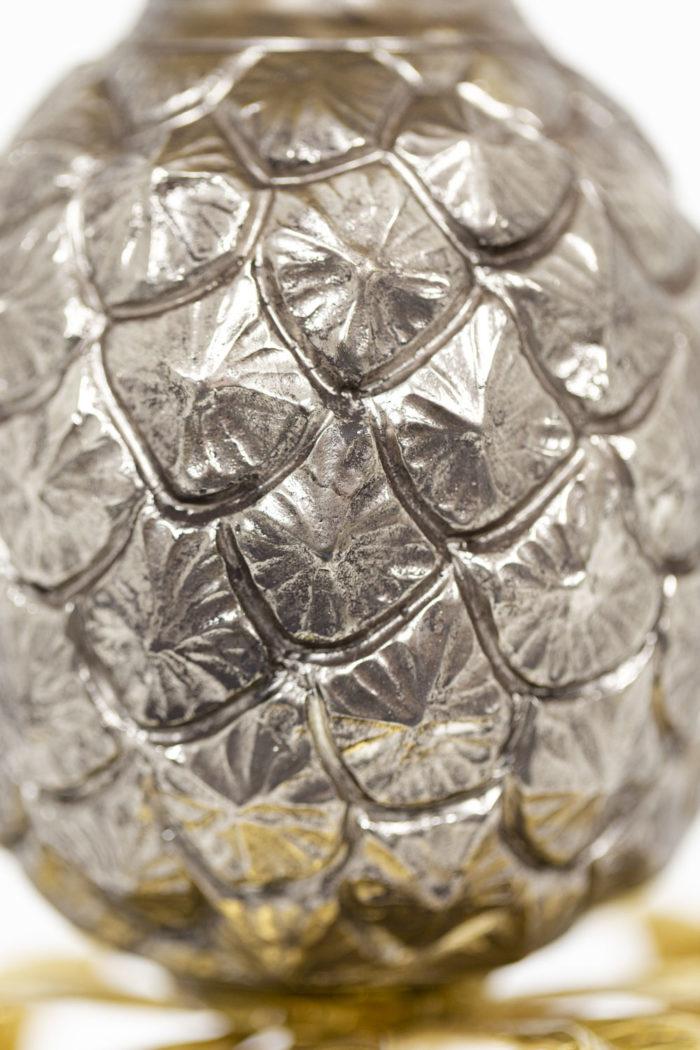 Maison Charles, Lampe Ananas en laiton doré et argenté, détails panse 2