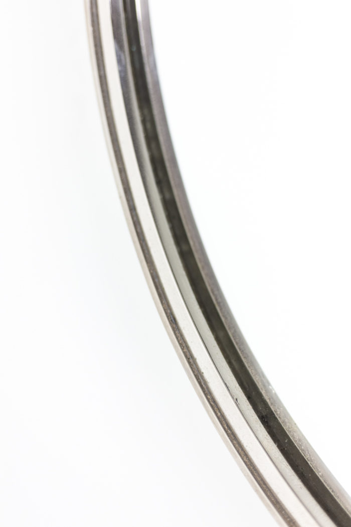 Miroir circulaire en laiton argenté, détails