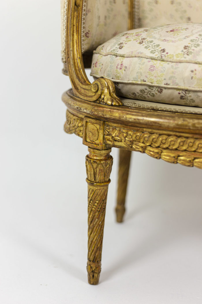 Transition style sofa in giltwood 3