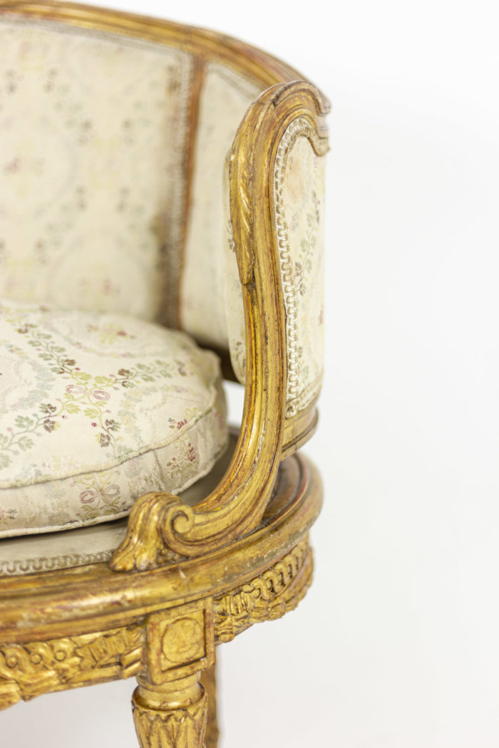 Transition style sofa in giltwood 6