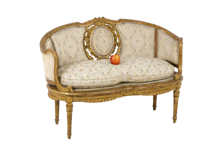 Transition style sofa in giltwood 9