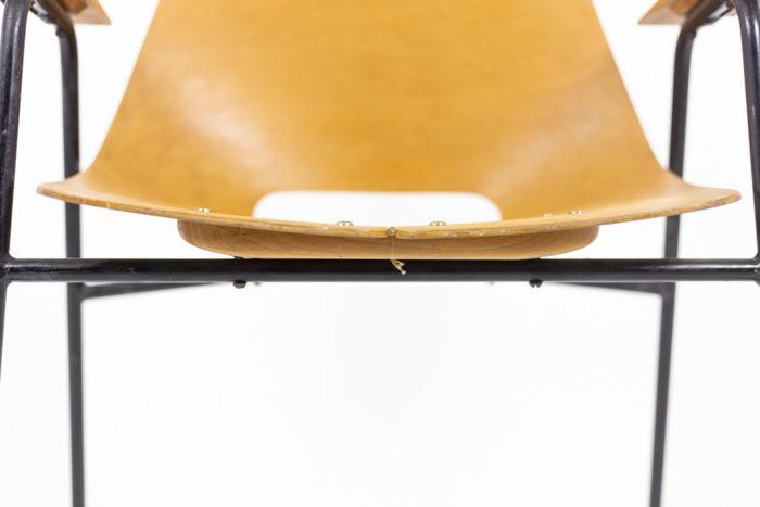 Pierre Guariche, Fauteuils en contreplaqué et métal laqué noir, détails 3