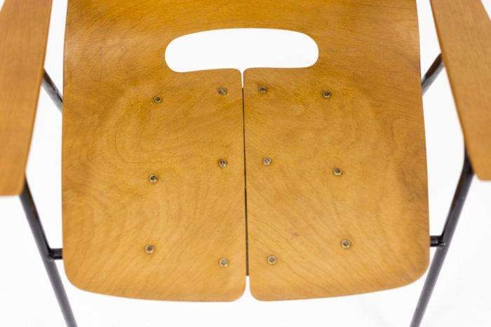 Pierre Guariche, Fauteuils en contreplaqué et métal laqué noir, détails